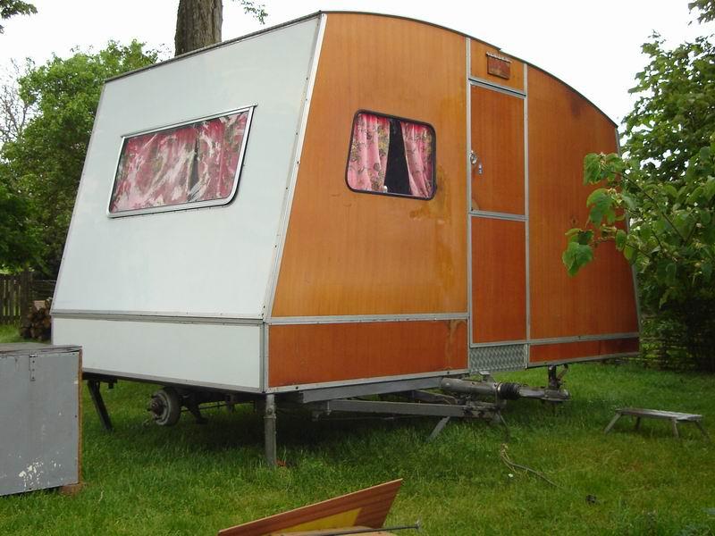 Rapido Confort La Caravane Pliante En Bois Dans Une Contrée Du Perche