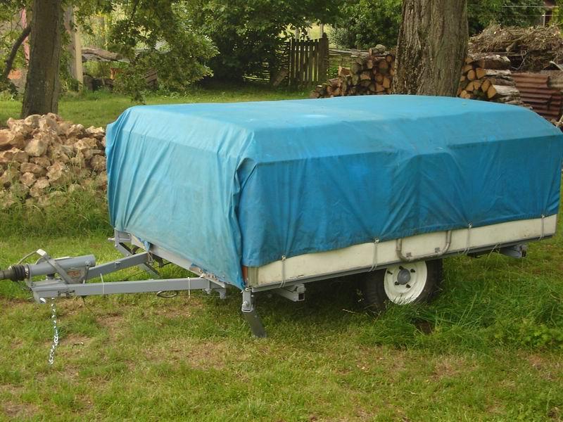 rapido confort la caravane pliante en bois dans une contr e du perche. Black Bedroom Furniture Sets. Home Design Ideas